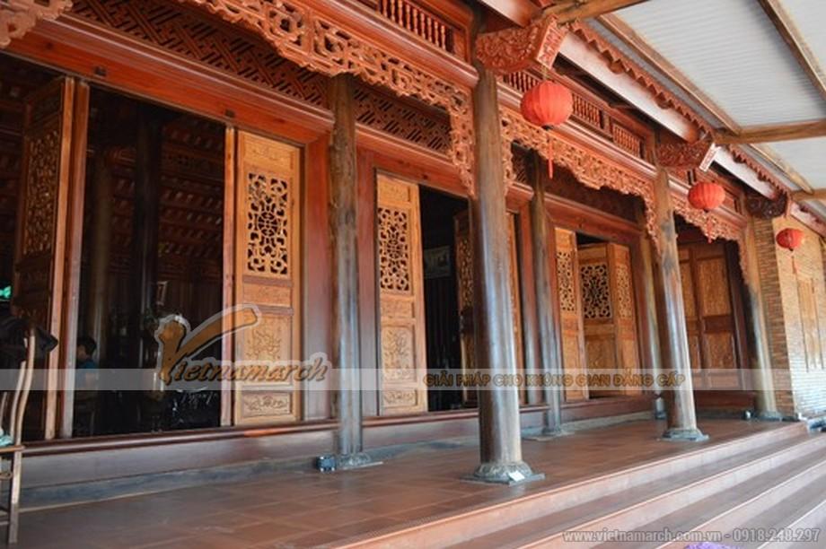 Nhìn tồng thể cột trụ và kèo của ngôi nhà gỗ anh Nguyên