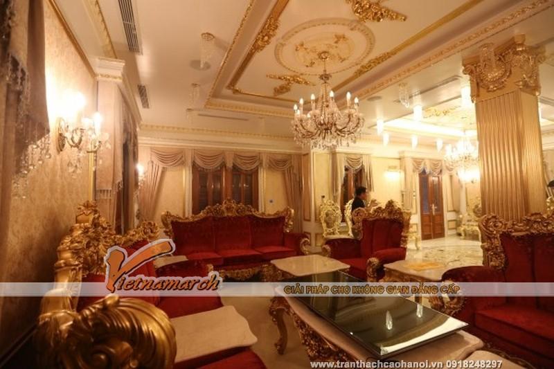 Trần thạch cao phòng khách mang phong cách cổ điển 01