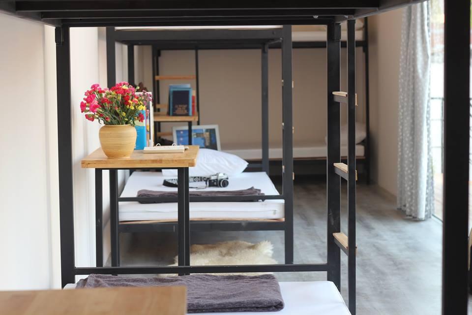 Bố trí giường tầng trong mỗi phòng container