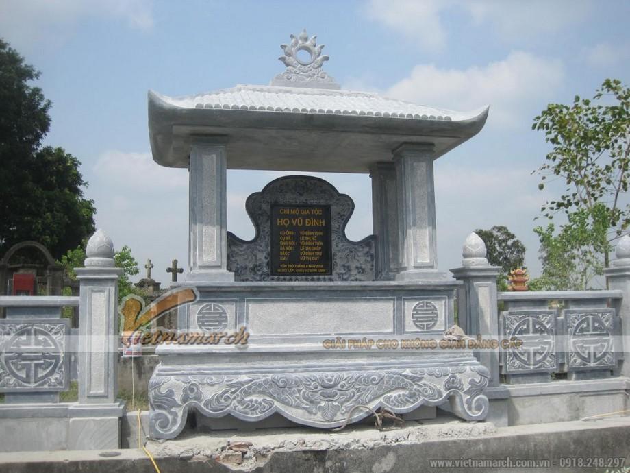 Lăng mộ đá với lầu thờ 4 mái đơn giản, mang đậm nét kiến trúc tâm linh