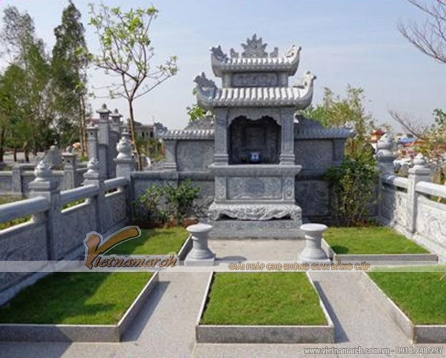 lầu thờ đá với khuôn viên cây xanh và cảnh quan đẹp