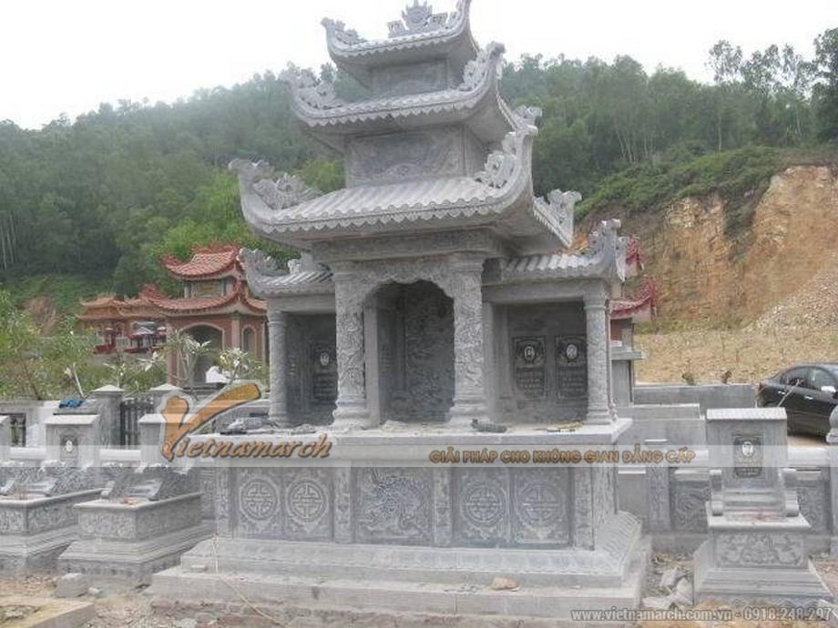 Lầu thờ đá với 3 gian thờ