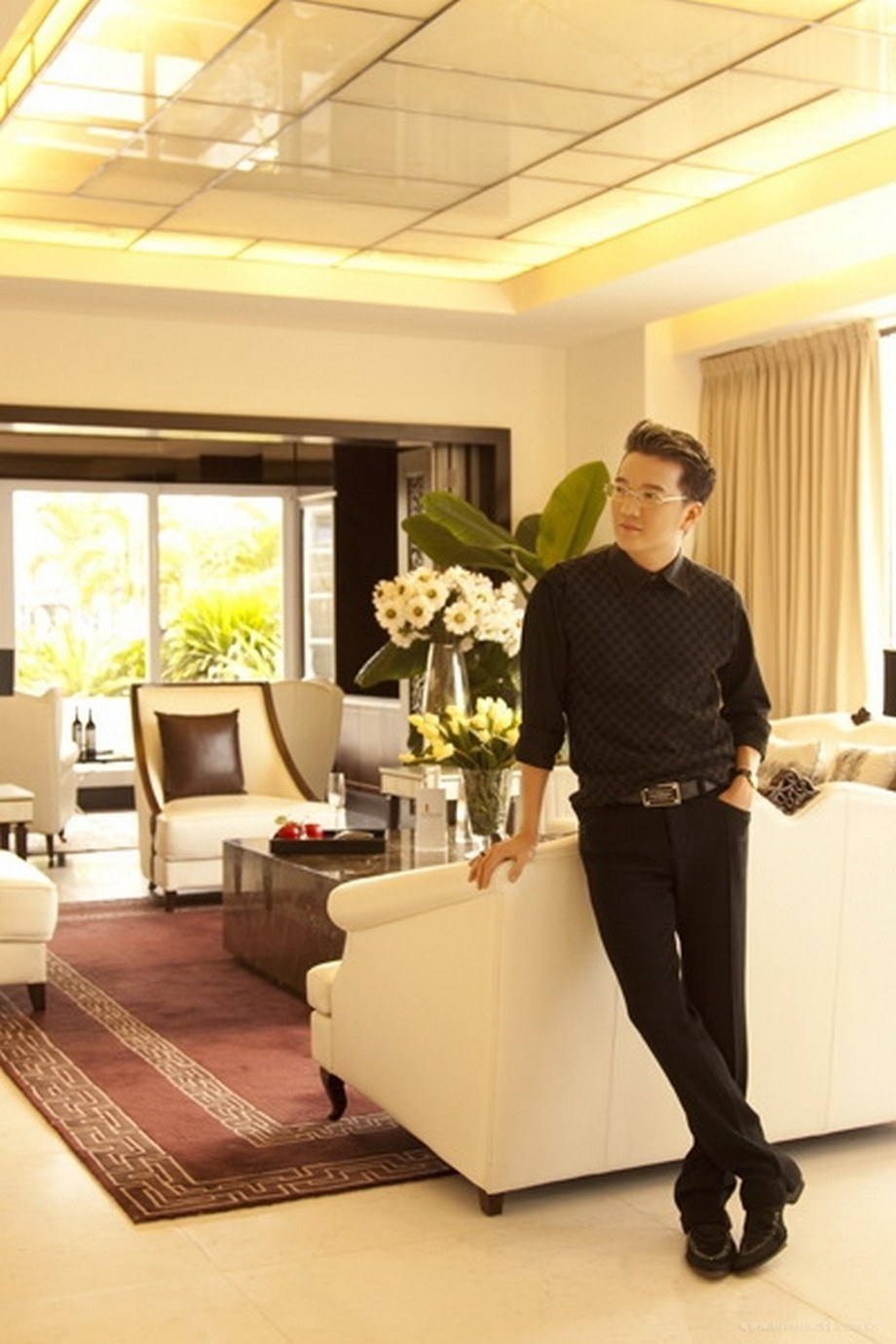 Vẻ đẹp kiêu sa với nội thất phòng khách căn hộ của ca sĩ Đàm Vĩnh Hưng