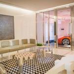 Kinh ngạc với căn hộ có thang máy dành riêng đưa siêu xe lên tận nhà.