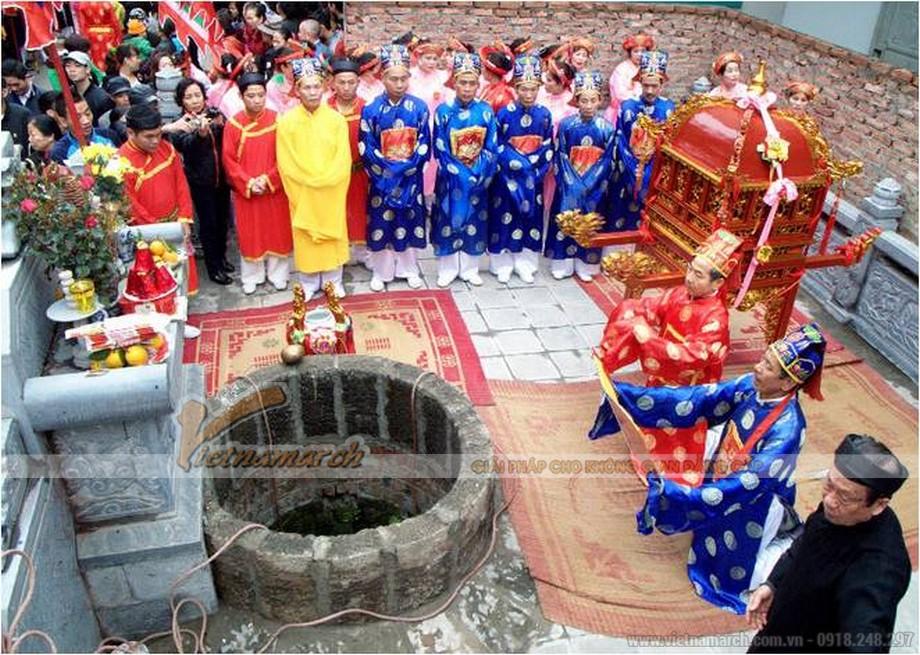 giếng làng gắn liền với các nghi lễ cúng bái.