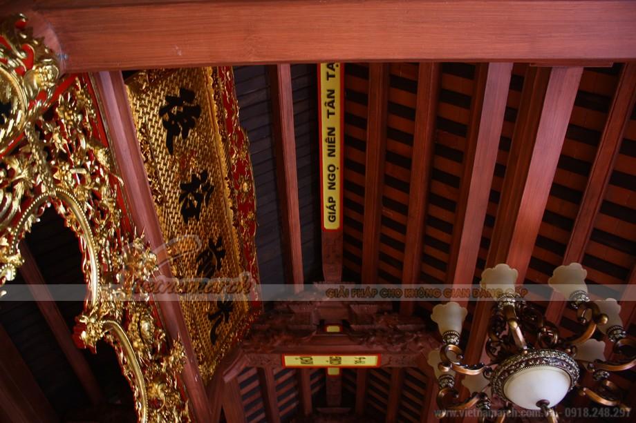 Ngôi nhà thờ có kết cấu bê tông giả gỗ được hoàn thiện vào ngày 19-10 năm giáp ngọ