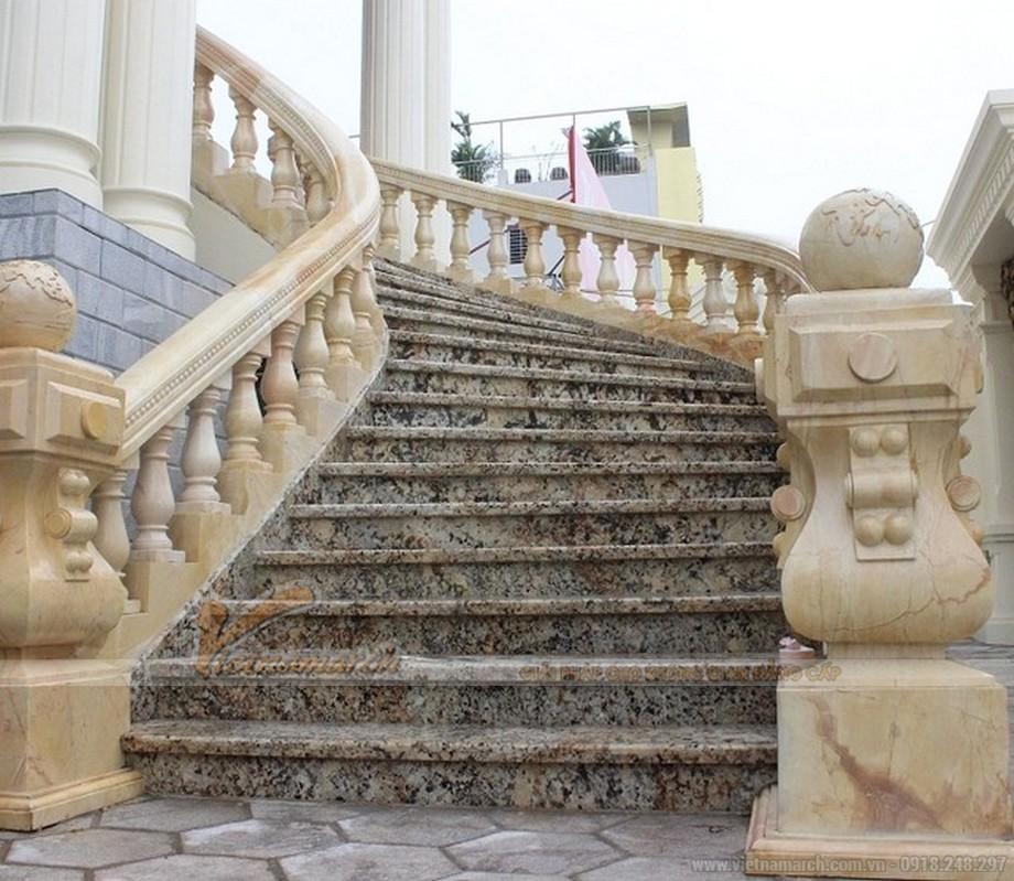 Cầu thang được ốp đá nhập khẩu từ nước ngoài