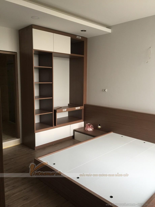 Tủ quần áo sát tường trong phòng ngủ của căn hộ