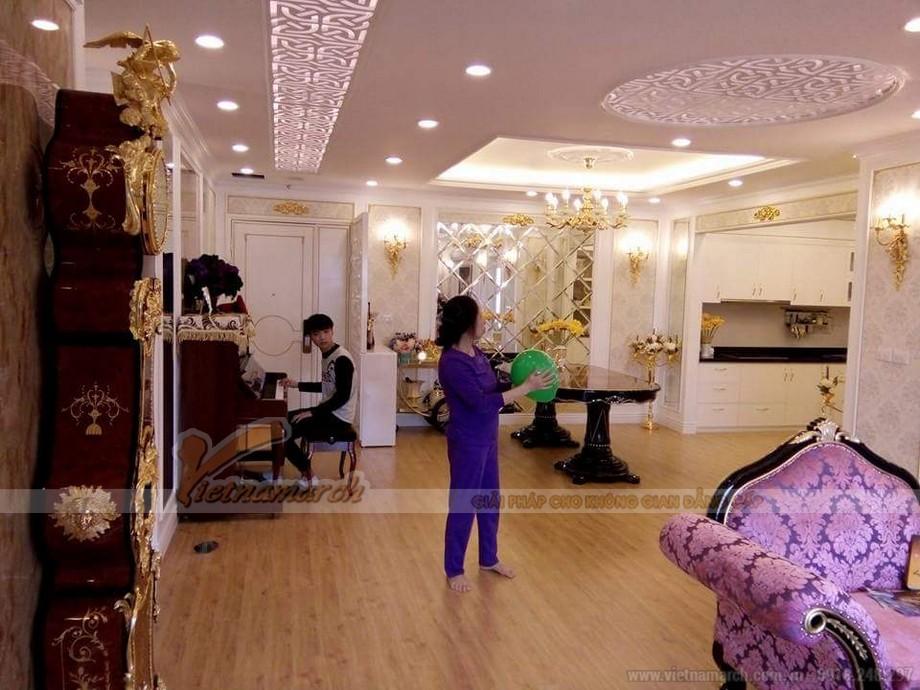 Phòng khách rộng lớn và sang trọng
