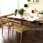 Không gian bếp tràn đầy sức sống với bộ bàn ăn gỗ cao cấp, tiện nghi