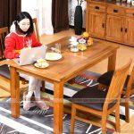 Lí do bạn nên sắm ngay cho không gian bếp của gia đình bộ bàn ăn gỗ tự nhiên