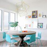 Mẫu bàn ăn tròn hiện đại tượng trưng cho sự quây quần sum họp của gia đình