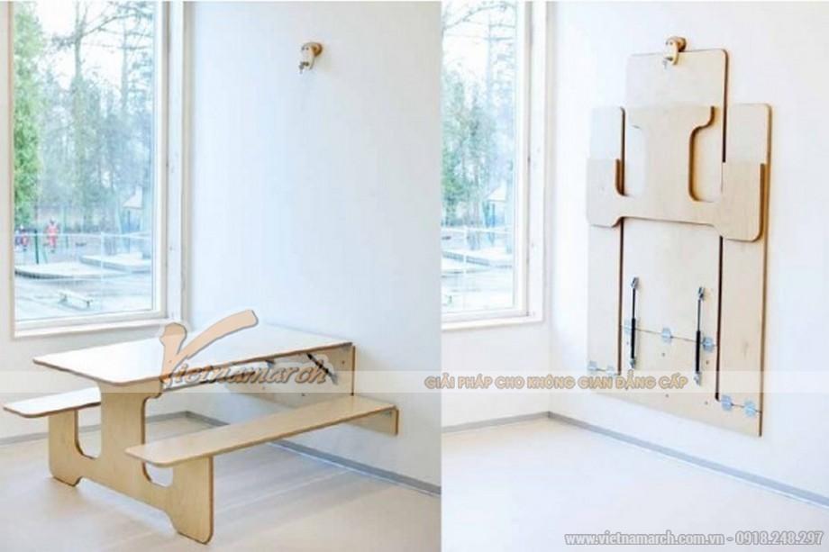 Chiếc bàn này gắn sẵn vào tường và có thể gập lên vô cùng gọn gàng