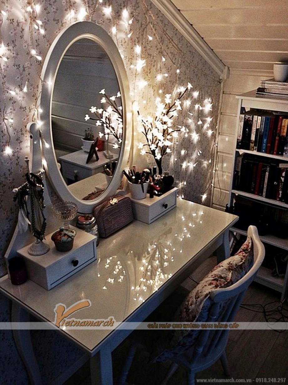 Bộ sưu tập bàn trang điểm có đèn tạo nên sự lung linh cho phòng ngủ