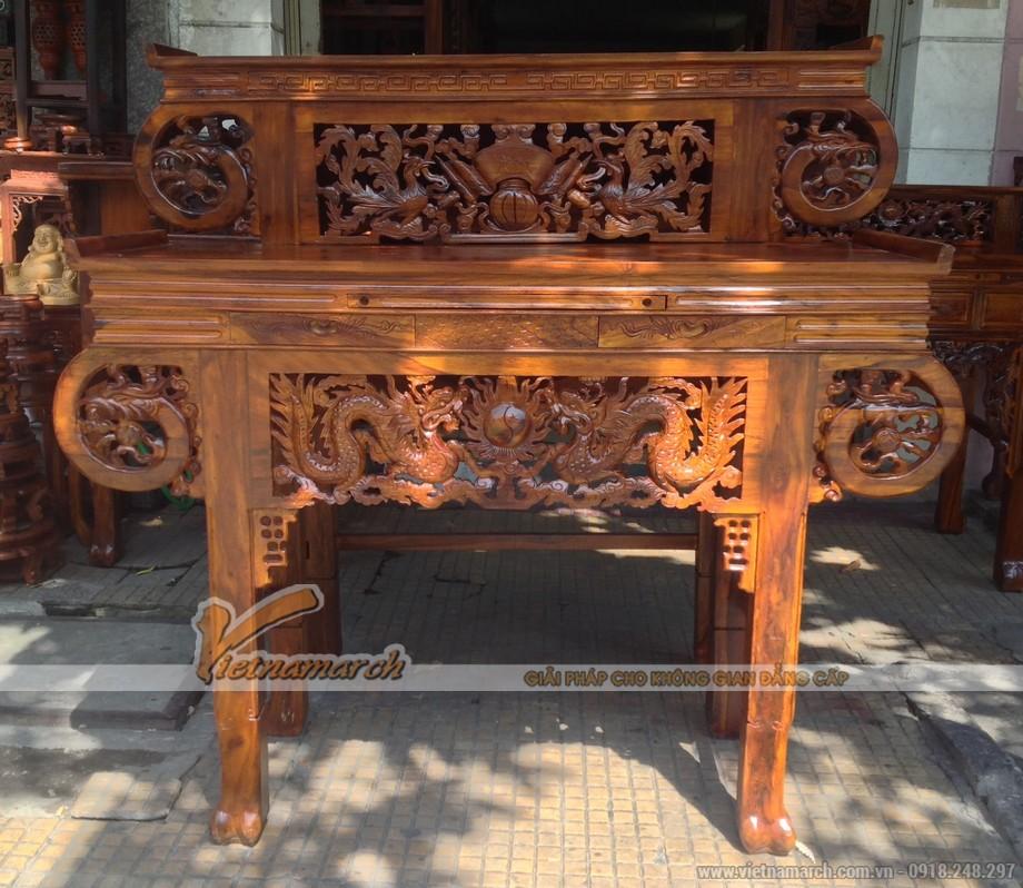 Không gian phòng thờ trang nghiêm, sang trọng hơn với mẫu bàn thờ truyền thống
