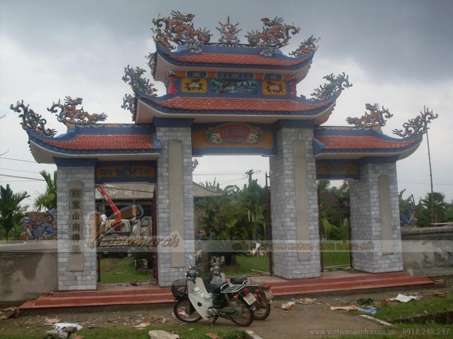 Mẫu cổng nhà thờ họ mang đậm nét truyền thống với những chi tiết hoa văn đẹp