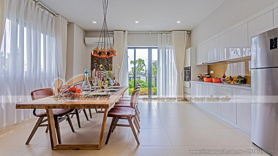Phối cảnh phòng bếp căn hộ mẫu biệt thự Vinhomes Thăng Long với tủ bếp tông trắng thanh lịch, hiện đại