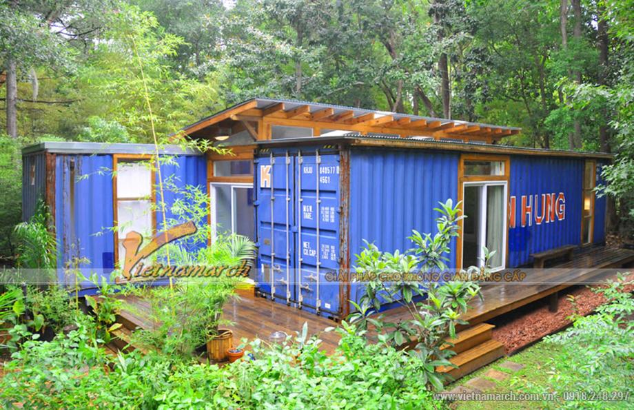 Ngôi nhà được làm bằng thùng container nằm trong rừng sinh thái.
