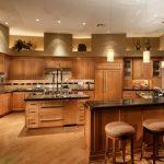 Mẫu tủ bếp gỗ sồi Mỹ mang phong cách Châu Âu đẹp mê mẩn cho biệt thự