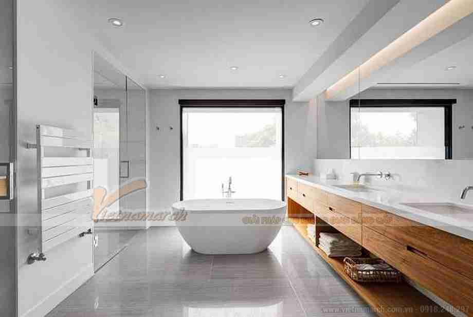 Phòng tắm vô cùng rộng rãi, tone màu sáng sang và hiện đại