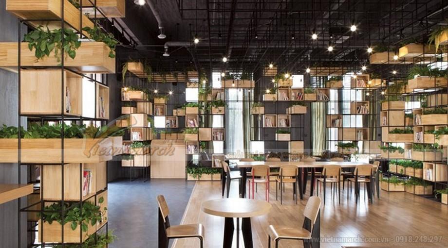 Quán cafe được thiết kế vô cùng độc đáo, mang nhiều cây xanh vào trong quán