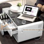 Mẫu bàn trà công nghệ cao kết hợp ngăn tủ làm lạnh độc đáo và hiện đại.