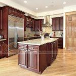LƯU Ý: Những yếu tố không thể bỏ qua để lựa chọn tủ bếp gỗ tự nhiên bền đẹp.