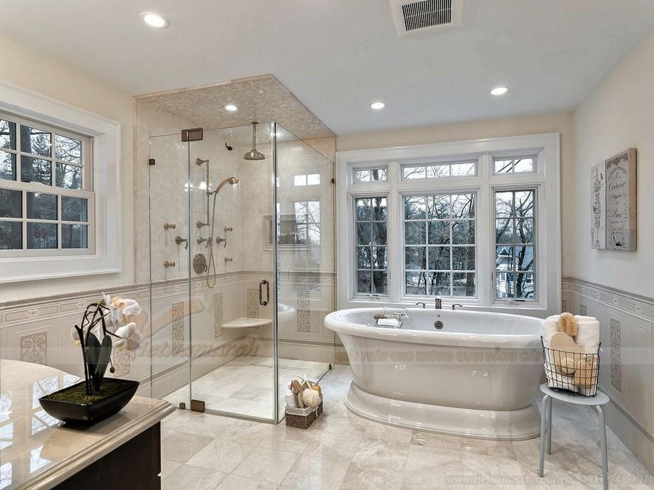 Gam màu sáng trong thiết kế phòng tắm mang lại cảm giác sạch sẽ, thoải mái cho người dùng