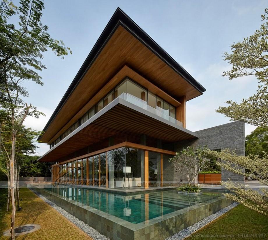 Bể bơi được thiết kế bao quanh ngôi biệt thự