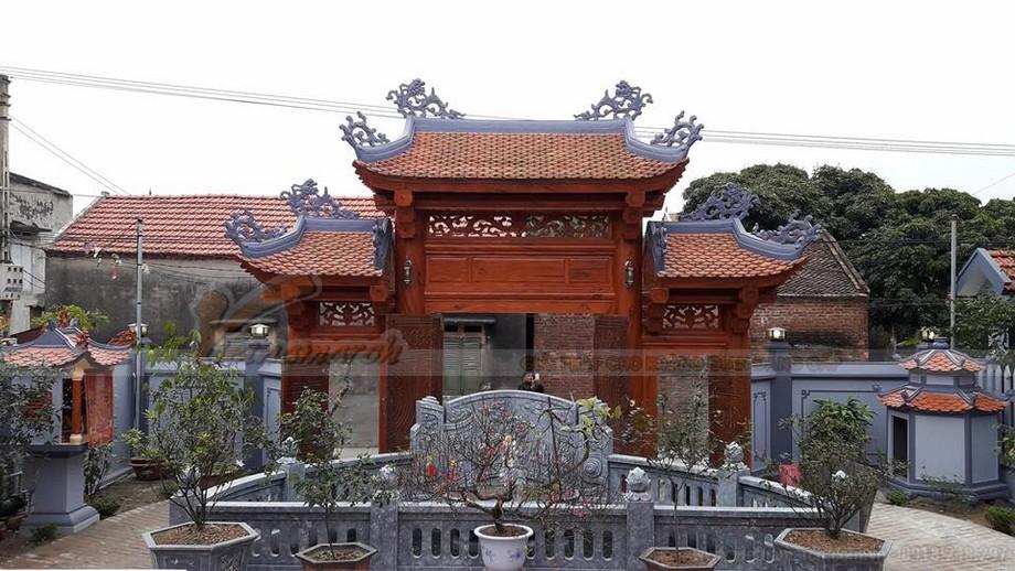 Phần cổng và khuôn viên mặt trước nhà thờ họ tại Thanh Hóa.