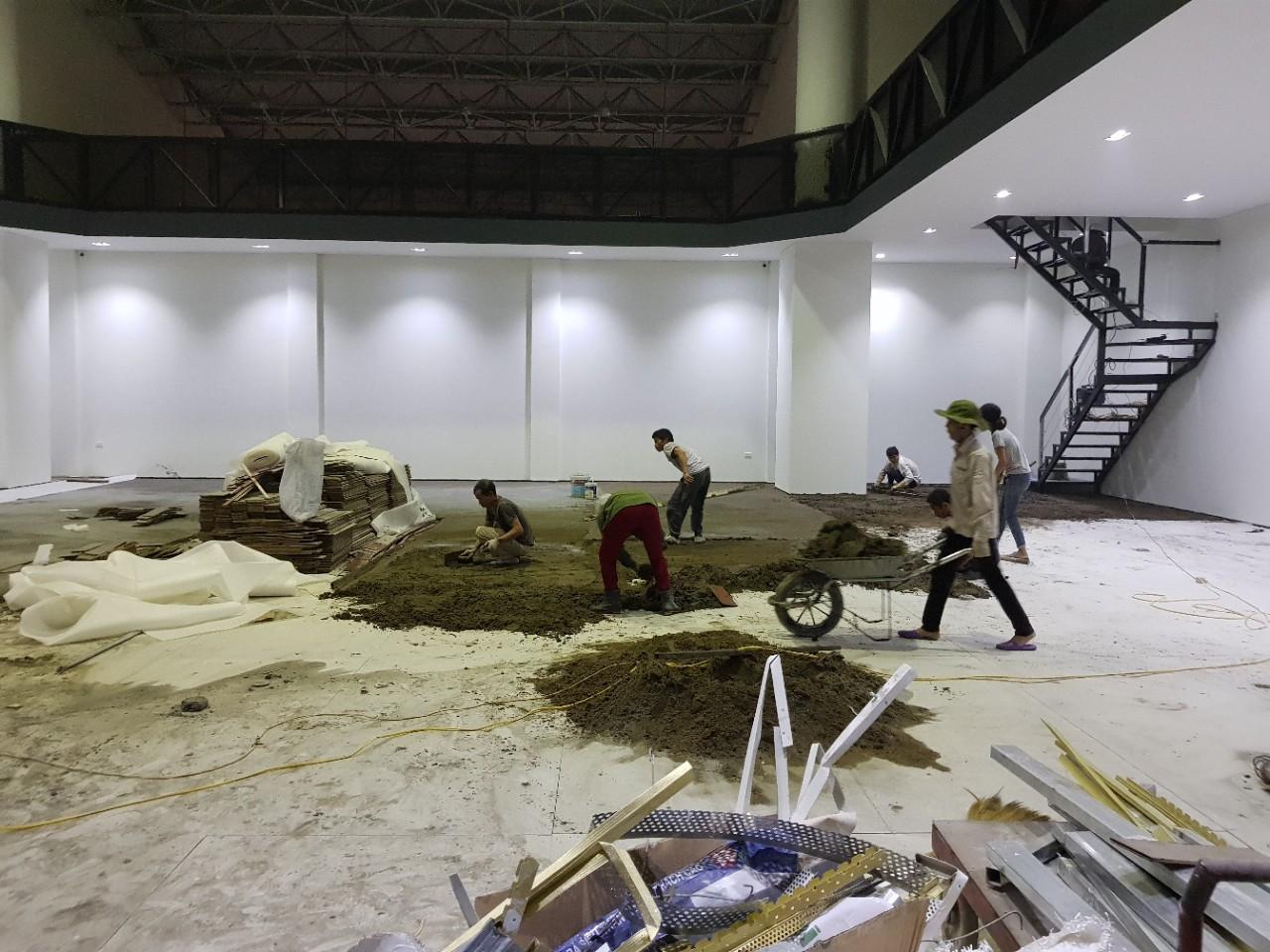 Thi công và hoàn thiện theo đúng bản vẽ thiết kế nội thất showroom của Vietnamarch