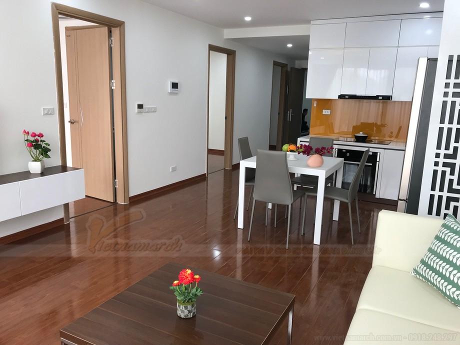 Phòng bếp được thông liền với phòng khách