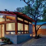 Tích hợp giữa thiết kế nhà gỗ truyền thống và vườn nhà phong cách hiện đại