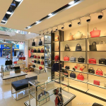 Tham khảo cách thiết kế nội thất showroom túi xách đẹp, độc, lạ