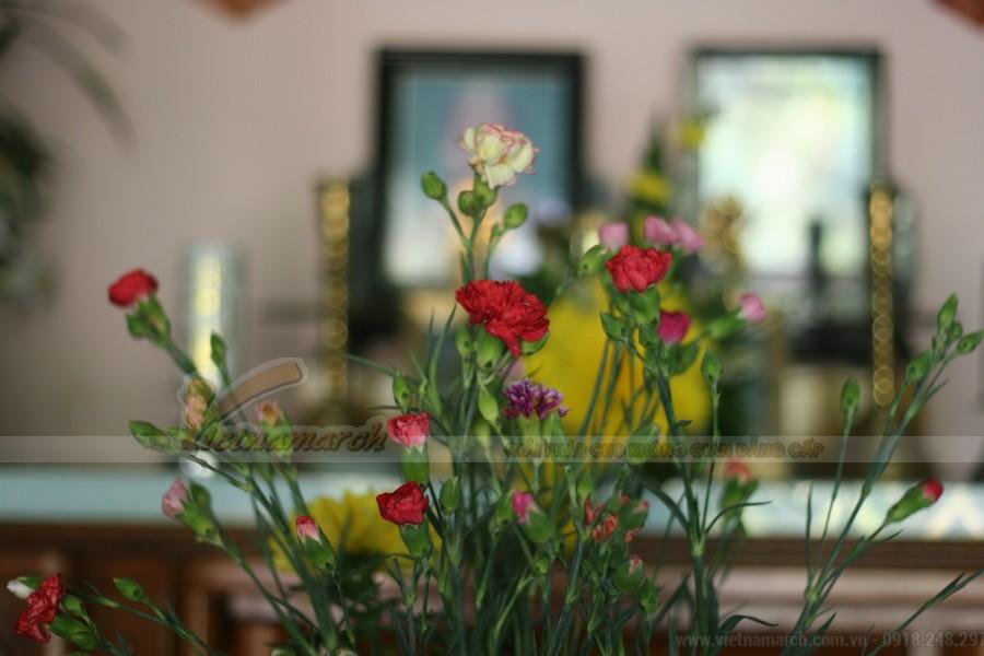 Chọn hoa cắm bàn thờ tổ tiên sao cho đúng để tránh phạm húy