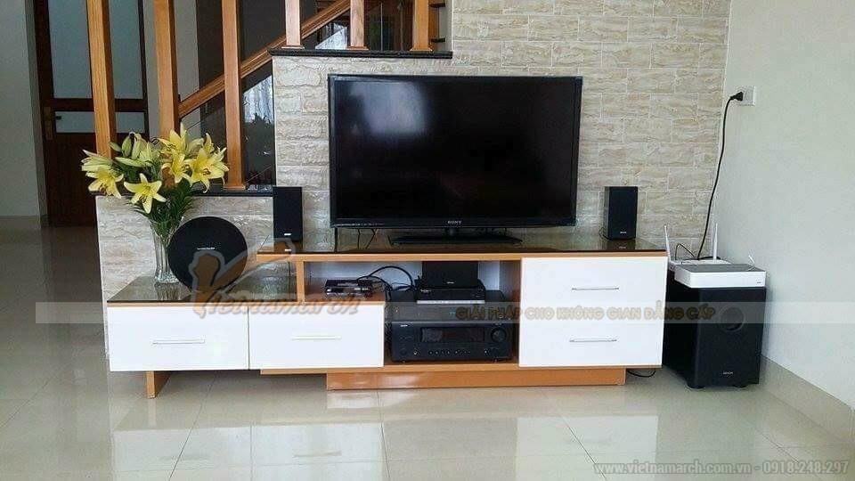 Mẫu kệ tivi bằng nhựa đài loan