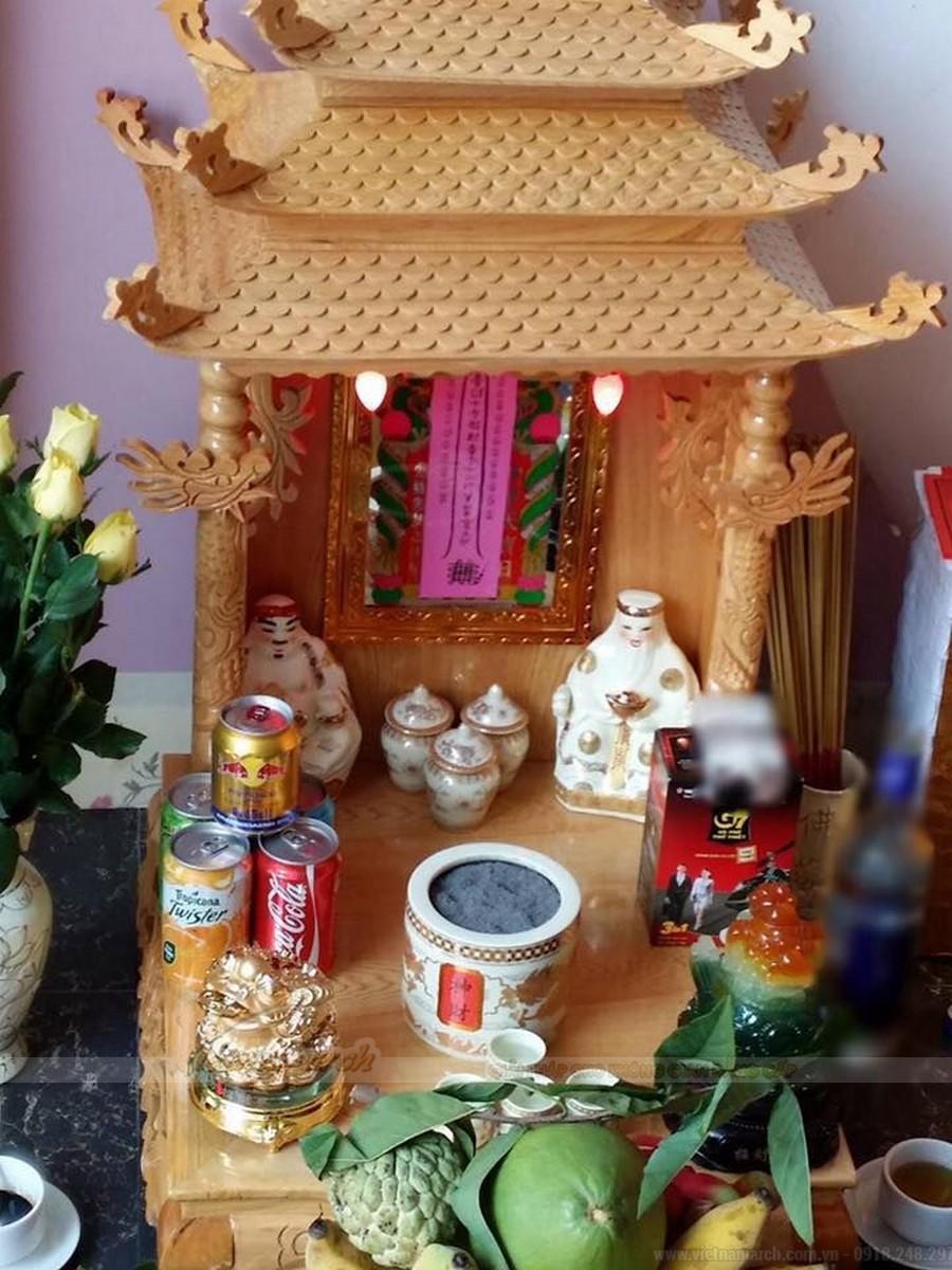 Mâu bàn thờ thần tài mái chùa