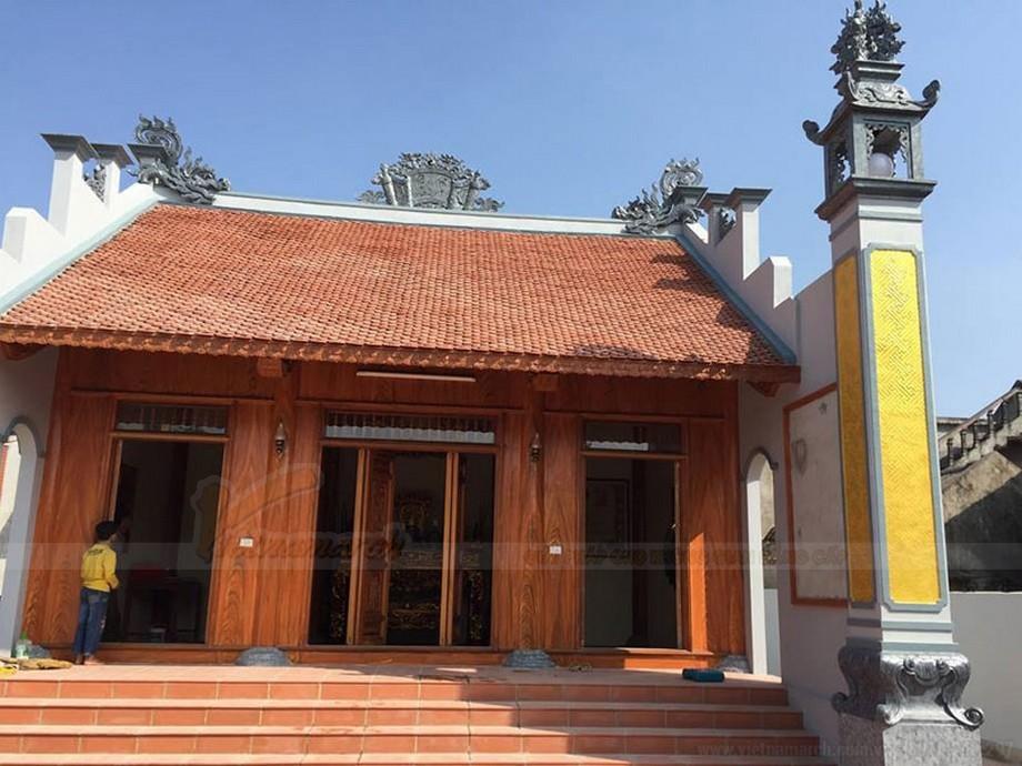 Nhà thờ họ sơn bê tông giả gỗ màu nâu sáng