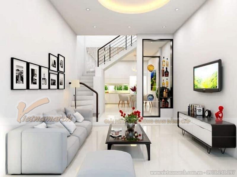 Sử dụng kiểu trần thạch cao giật cấp, phối màu trắng cho phòng khách nhà ống