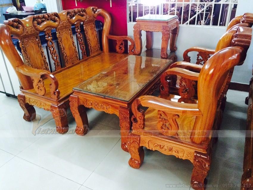 Khi bạn lựa chọn một bộ bàn ghế sa lông cao cấp cho phòng khách củ mình, bạn cần chú ý những đặc điểm chính của bộ sa lông gỗ như chất liệu, cấu tạo và thiết kế...