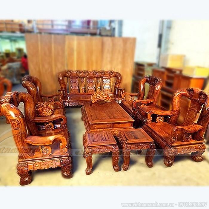 màu sắc tự nhiên, đường vân gỗ Cẩm Lai đẹp và sắc nét.