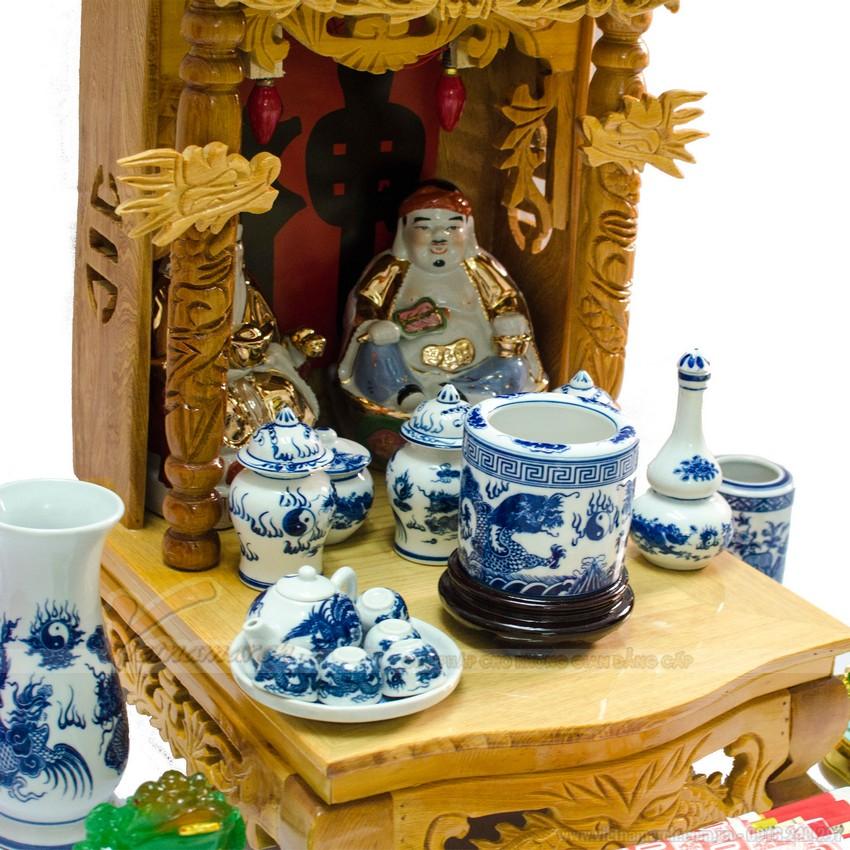 Từ các thành phố lớn cho đến những tỉnh lẻ, bàn thờ thần tài được bán rộng rãi và phổ biến ở trên thị trường.