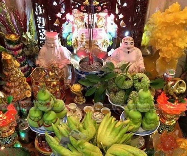 Rất nhiều gia đình lập bàn thờ thần tài ngay trong nhà