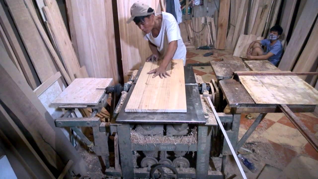 Đo đạc và cắt gỗ theo khối , đóng kích thước bàn thờ chuẩn lỗ ban theo đúng bản vẽ bàn thờ