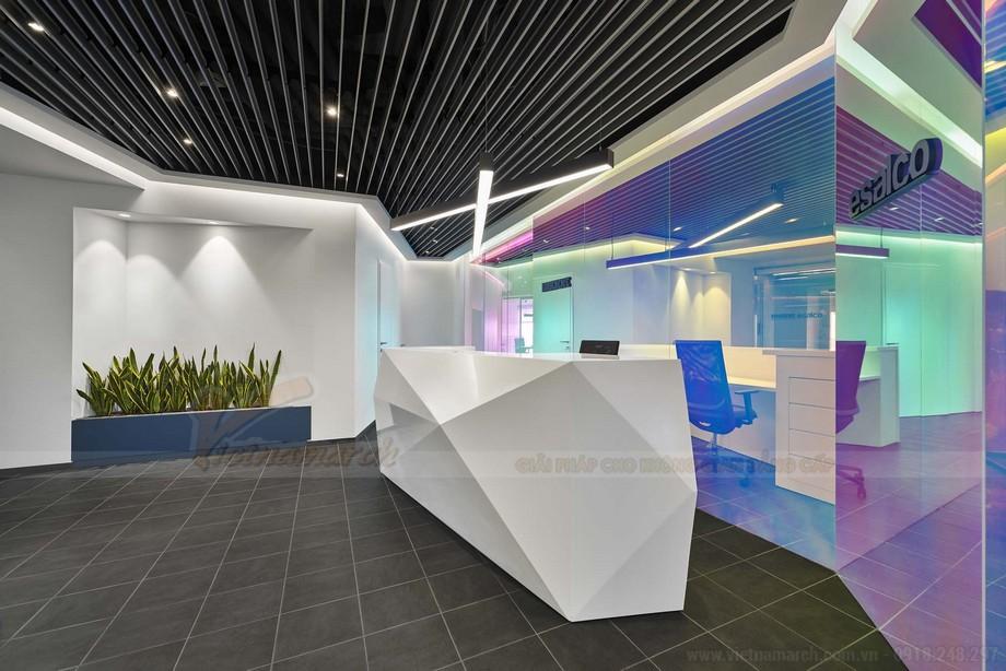 Thiết kế trần nhà độc đáo với khung boron thô tự nhiên sơn màu xám
