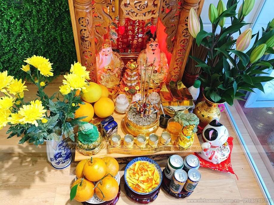 bàn thờ Thần Tài có nhiều vật dụng