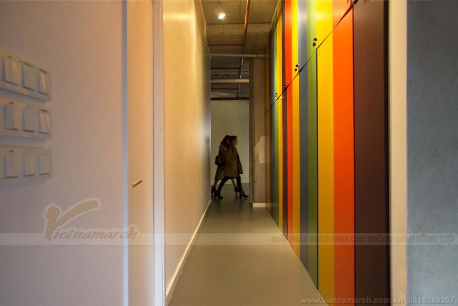 Thiết kế trang trí hành lang, trần nhà, sàn nhà đẹp trong không gian coworking space