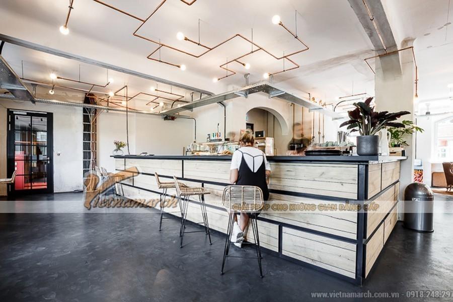 Coworking space có quầy bar sang trọng phục vụ thức uống miễn phí