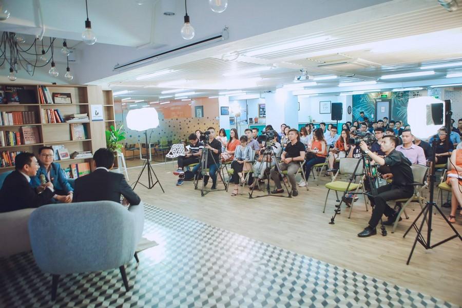 Tổ chức các cuộc nói chuyện chia sẻ kinh nghiệm của doanh nhân