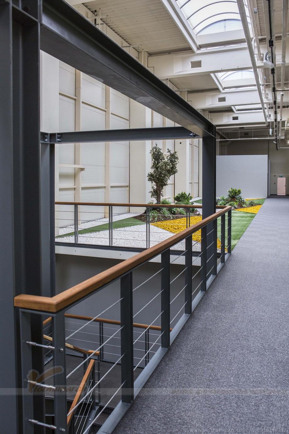 Không gian bên ngoài văn phòng cũng được thiết kế  chau chuốt đẹp mắt
